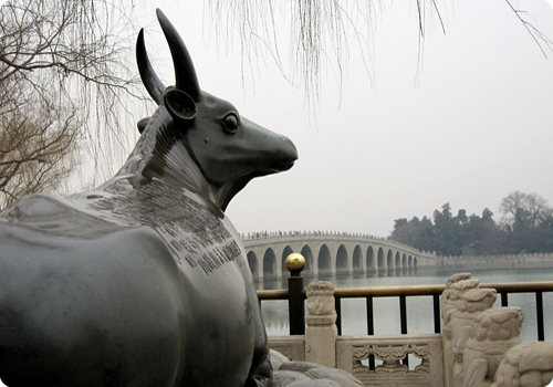 The Bronze Ox is one of the most famous attractions of the Lake set on bluestone wave-lined pedestal, overlooking the east shore of the Kunming Lake.
